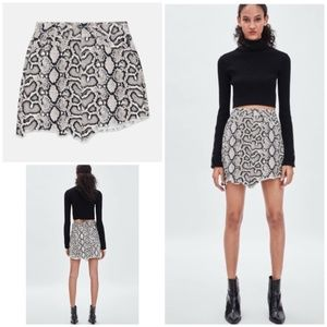Zara Snakeskin Print High Rise Mini Skirt XS